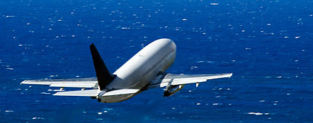 Passenger jet helps in ocean rescue (Thinkstock)