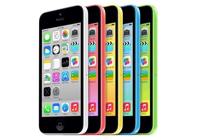 iPhone 5C tem corpo de plástico e conta com cinco opções de cores (Foto: Divulgação/Apple)