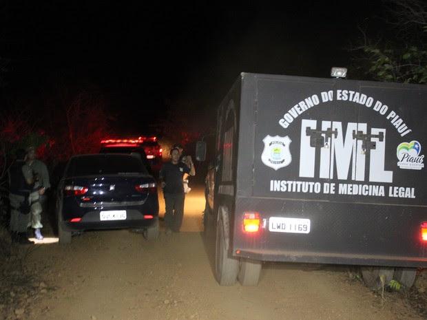Carros do padre foi encontrado às margens da estrada  (Foto: Ellyo Teixeira/G1)
