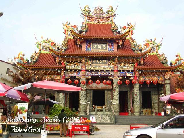 Dragon and Tiger Pagodas 05