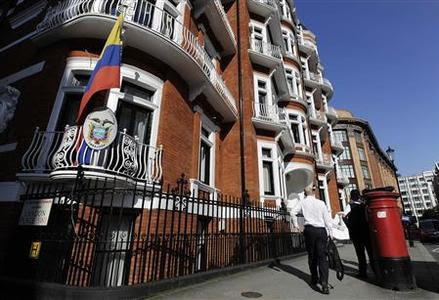 A man walks past Ecuador's embassy in London June 20, 2012. WikiLeaks' founder Julian Assange has taken refuge in Ecuador's embassy in London and asked for asylum, officials said on Tuesday, in a last-ditch bid to avoid extradition to Sweden over sex crime accusations. REUTERS-Paul Hackett