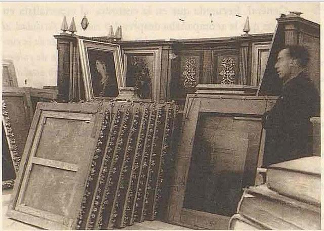 Embalaje de multitud de cuadros de la Sacristía para su traslado desde la Catedral durante la incautación llevada a cabo por las autoridades republicanas en 1936