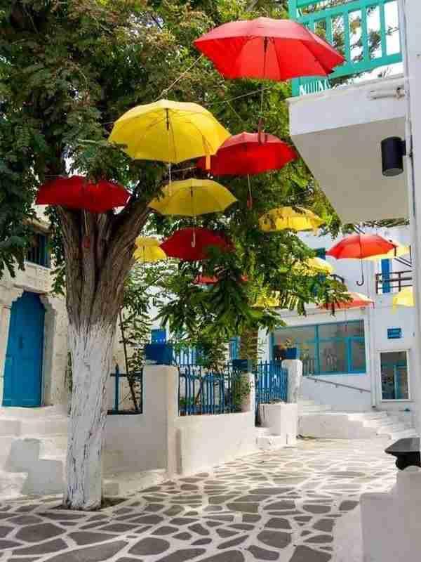 Το Ελληνικό νησί που ψηφίστηκε έκτο καλύτερο παγκοσμίως. Μια λευκή πινελιά στα γαλαζοπράσινα νερά του Αιγαίου