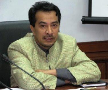penurunan harga bahan api itu menyanggah kenyataan Menteri Penerangan, Dato' Ahmad sabery Chik ketika berdebat dengan Dato Seri Anwar 15 Julai lalu kononnya harga minyak tidak boleh diturunkan kerana akan menjejaskan pendapatan negara.