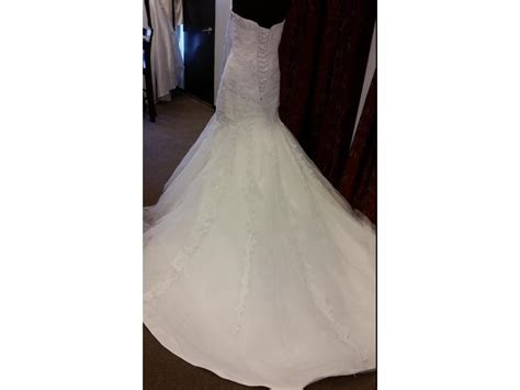Alfred Angelo 2083, $734 Size: 12   Sample Wedding Dresses