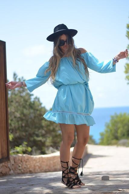 BEACHY LOOKS: BLUE DRESS