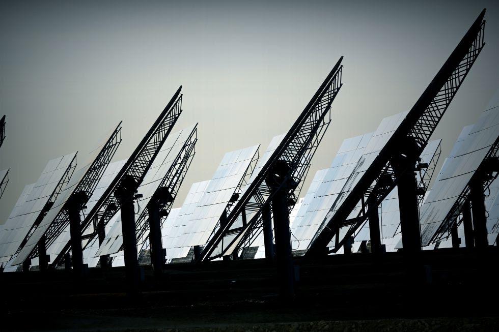 Planta de energía termosolar de Abengoa en Sanlúcar la Mayor (Sevilla).