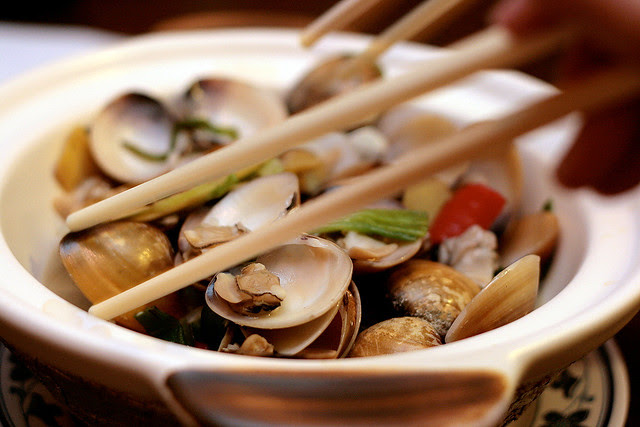 Mussels de Blanc - fresh local mussels braised in claypot with spring onions and white wine