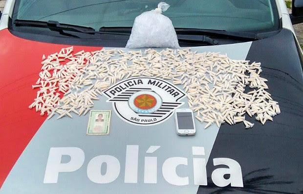Homem é preso por tráfico de drogas em São Sebastião (Foto: Divulgação/ Polícia Militar)