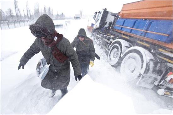 Τρομακτική χιονόπτωση στη Ρουμανία (2)