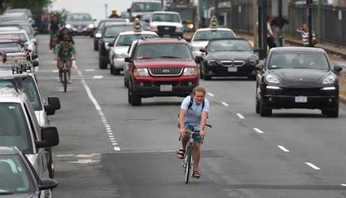 Boston aménage des pistes cyclables utilisables et surtout qui ont été réfléchies. Un vrai projet ou chaque usagés à une place !
