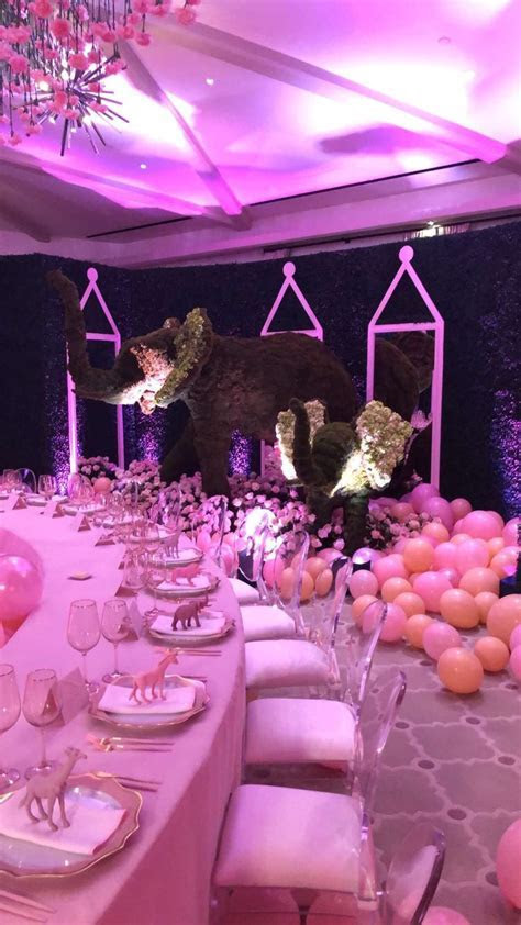 Khloe Kardashian Has An All Pink Baby Shower For ?Baby