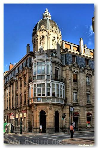 Edifício numa esquina ... by VRfoto