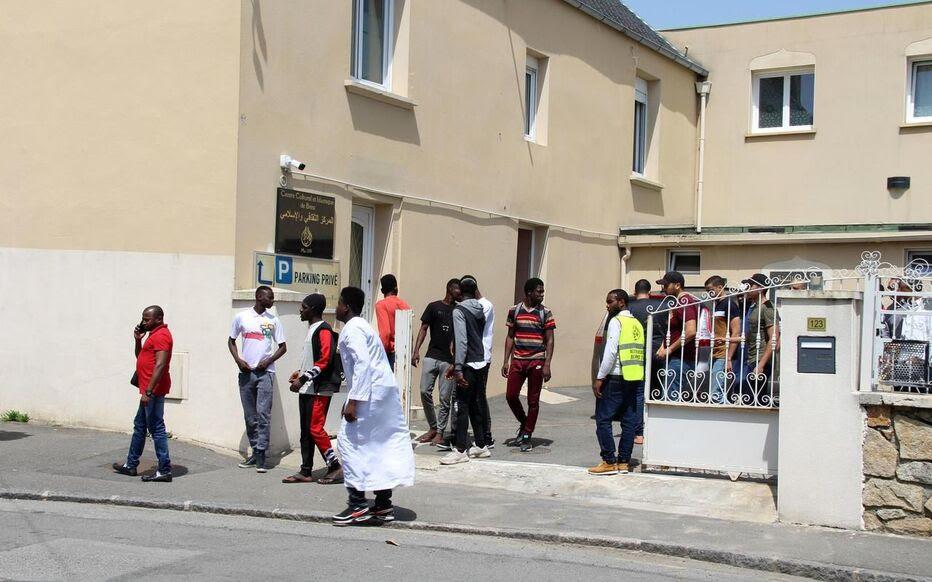 Au lendemain de la tentative d'assassinat de l'imam brestois Rachid Eljay, les fidèles sont revenus nombreux à la prière.