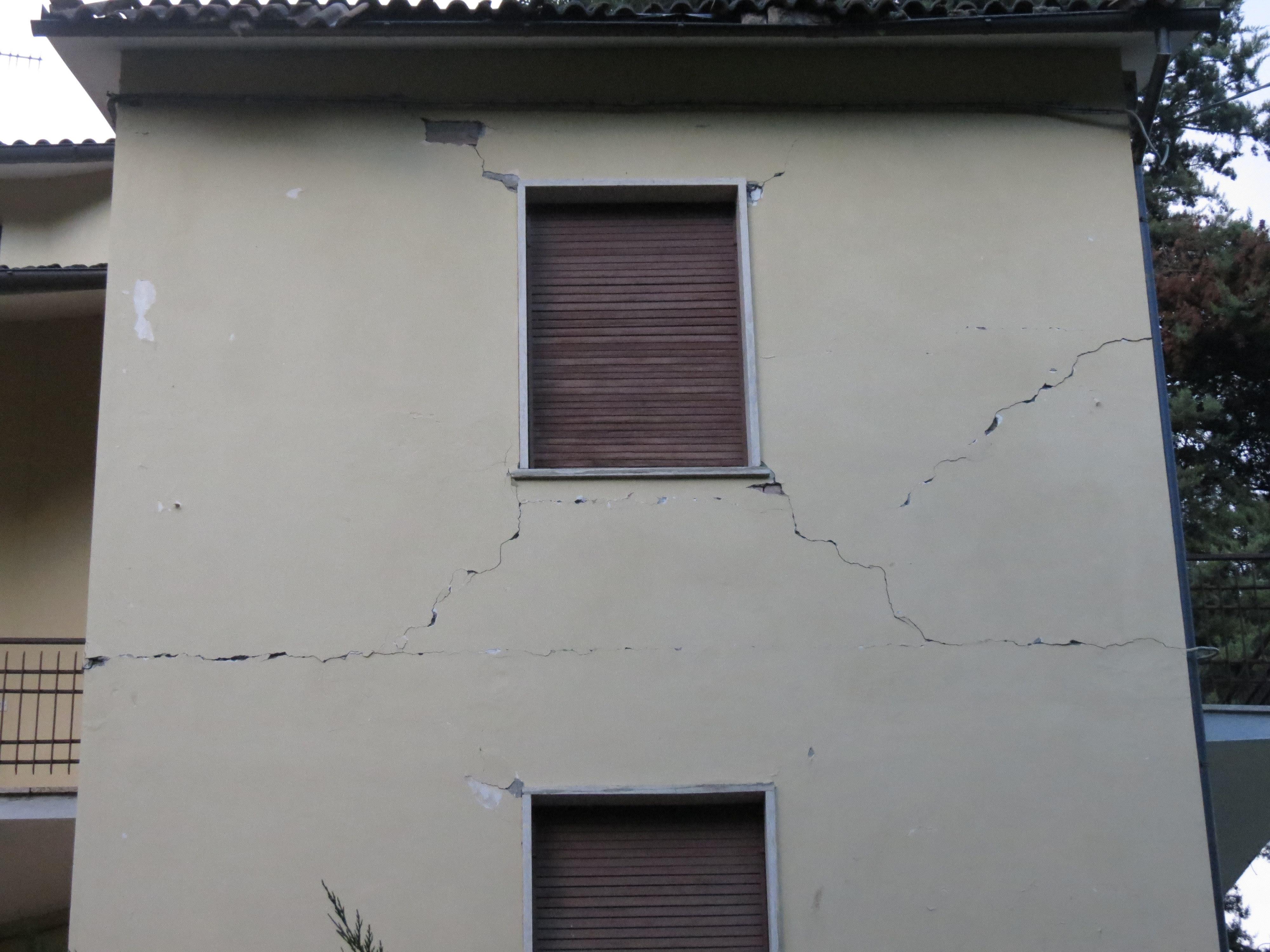 quake-damage-house