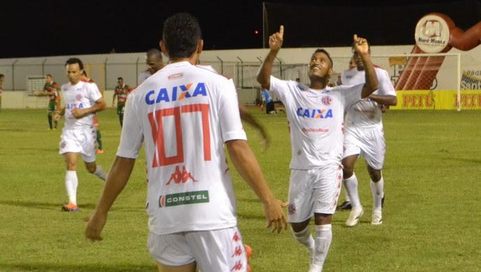 Gol de Emerson - Santa Cruz-RN x América-RN - Estádio Iberezão (Foto: Jocaff Souza/GloboEsporte.com)