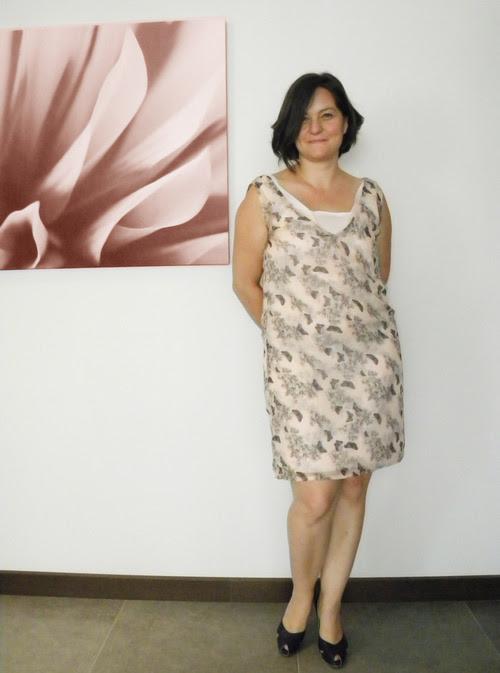 moda tasarım dikiş elbise model yaz yazlık romantik kelebek baskı desen