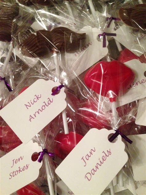 Why do we give wedding favours?