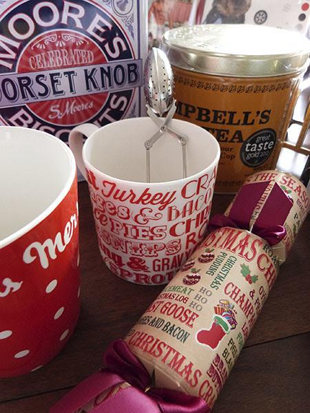 mugs and cracker