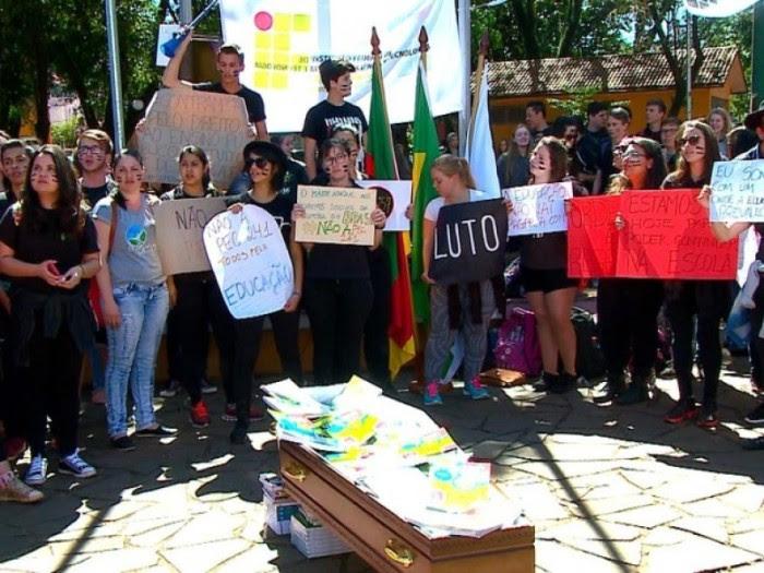 Alunos ocupam escolas no Distrito Federal. Foto; Agência Brasil