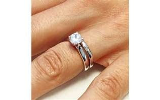 Buyers guide: Should I wear my Engagement Ring on my