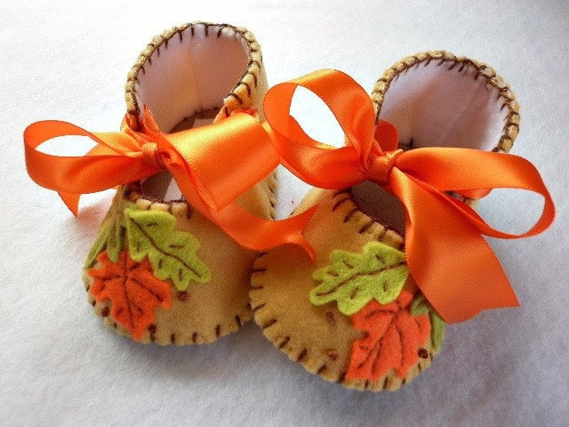 Autumn Leaves, baby girl booties for Thanksgiving. - FiestaKidsBoutique