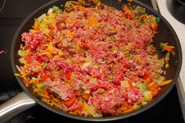 Empanada gallega casera de carne. Receta de masa de empanada gallega