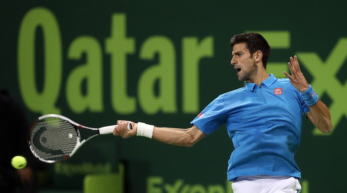 Novak Djokovic na vitória sobre Jan-Lennard Struff na estreia do ATP de Doha (Foto: KARIM JAAFAR / AFP)