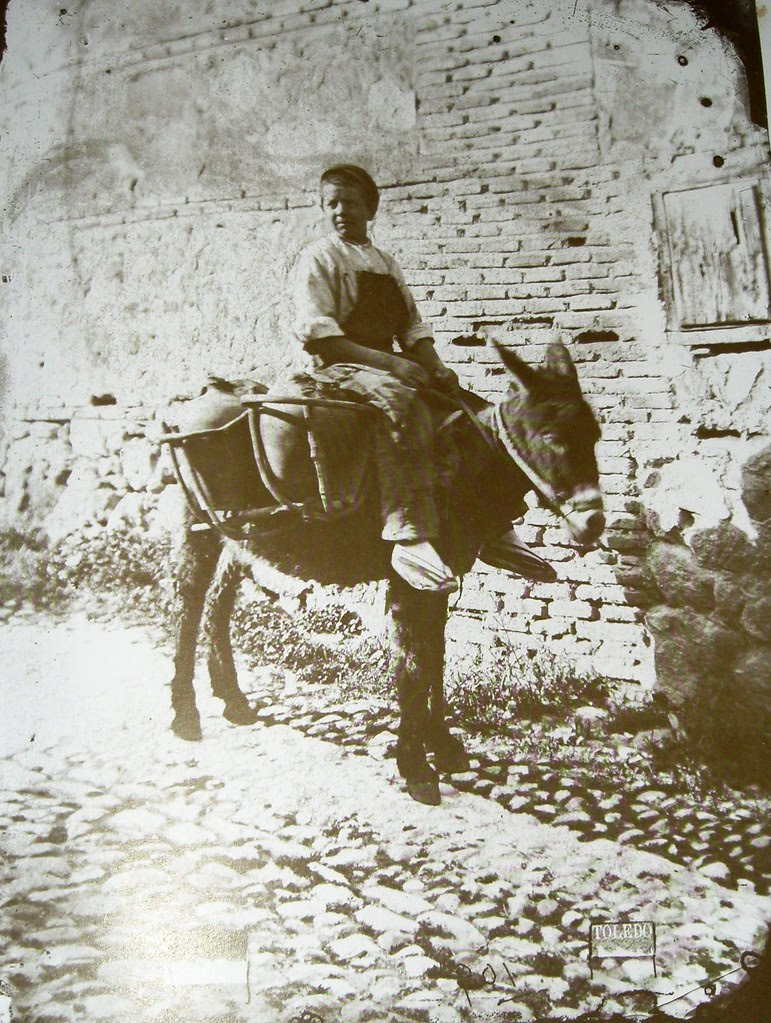 Niño aguador en Toledo. Foto Casiano Alguacil.
