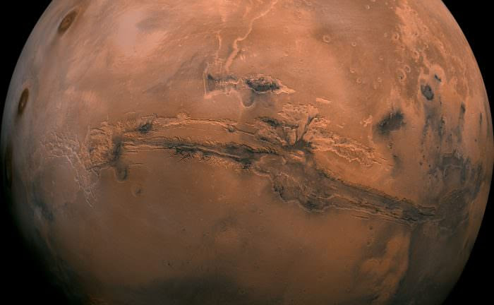 Mosaic of the Valles Marineris hemisphere of Mars, similar to what one would see from orbital distance of 2500 km. Credit: NASA/JPL-Caltech