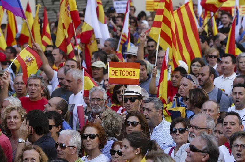 Resultado de imagem para Maioria dos espanhóis rejeita reformas à Constituição que permitam referendo à independência