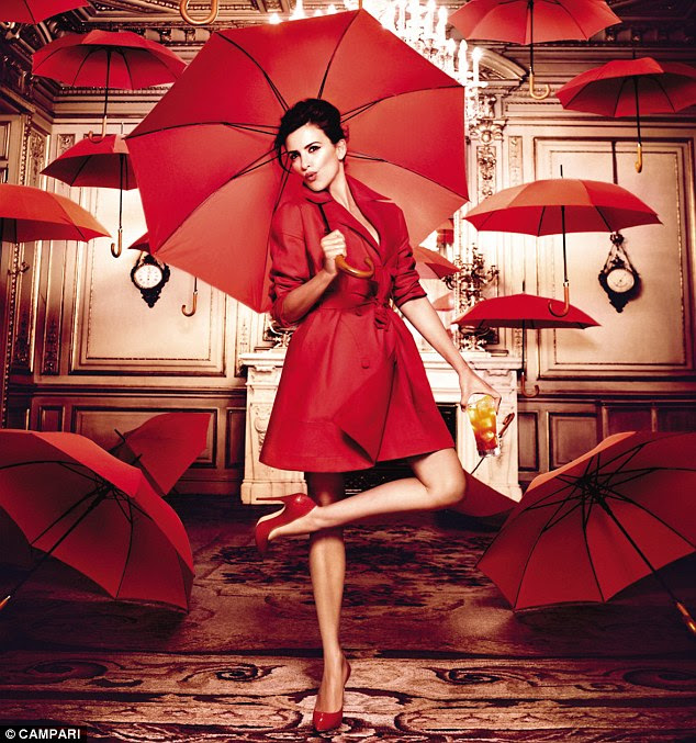 Red-dy for rain: Check out Penelope's cheekbones in this shot