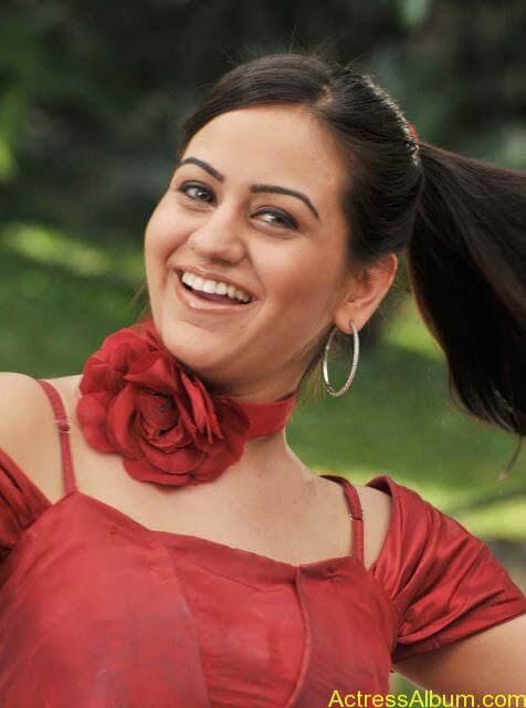 Actress Aksha Latest Hot Stills Pics6