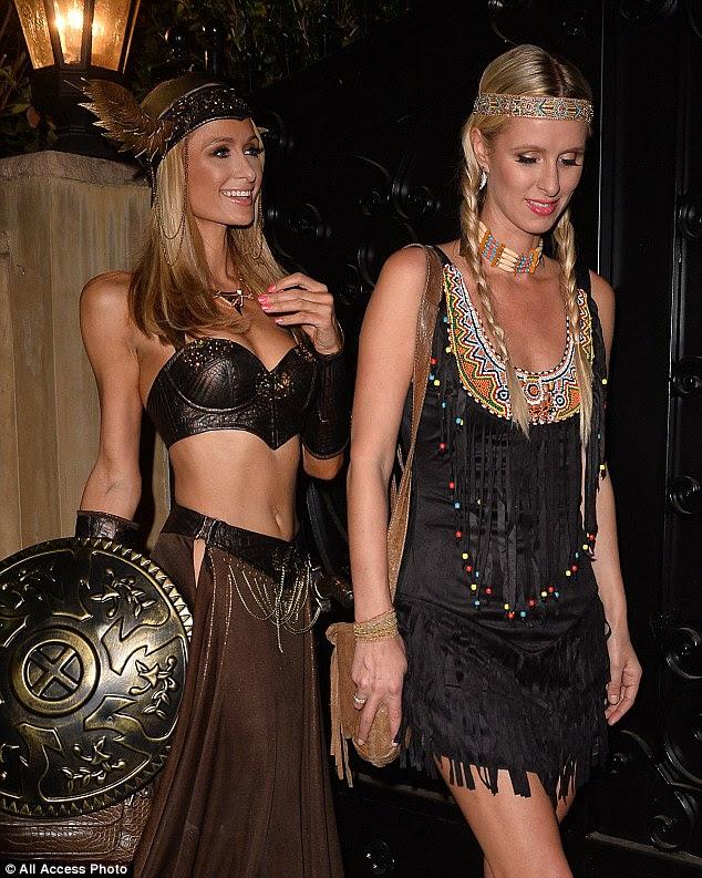 Irmã, irmã: Paris se juntaram na festa repleta de estrelas por sua irmã mais nova, Nicky, que optou por vestir-se como um índio vermelho em um look inspirado boho
