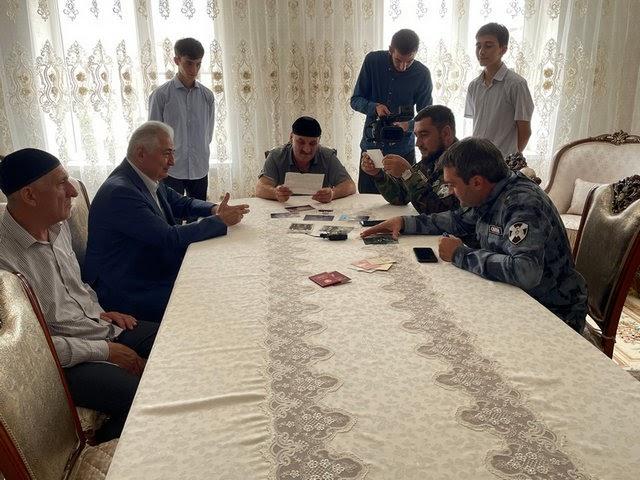 Росгвардейцы Ингушетии навестили семью погибшего командира ОМОН