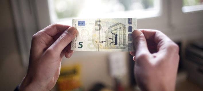 Ο Ελληνας καλλιτέχνης που ζωγραφίζει στα ευρώ τον πόνο της χώρας [εικόνες]
