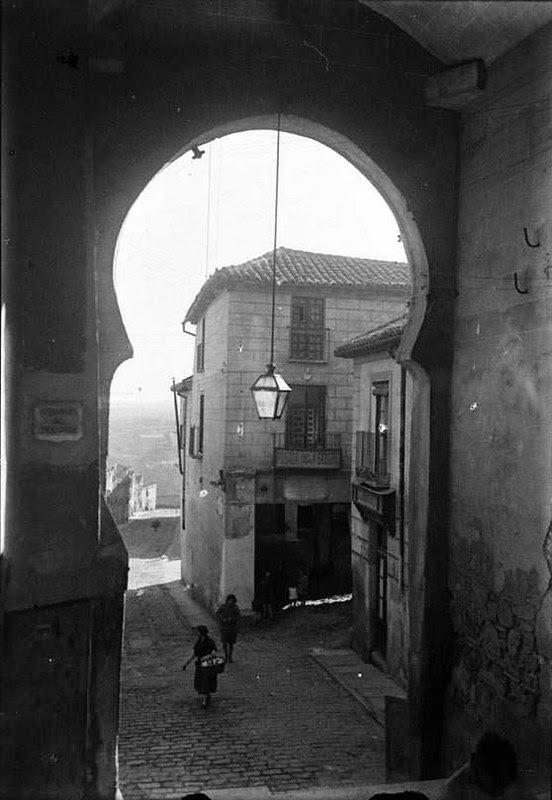 Posada de la Sangre en 1935. Fotografía Josep Gaspar i Serra © Arxiu Nacional de Catalunya. Signatura ANC1-23-N-1566