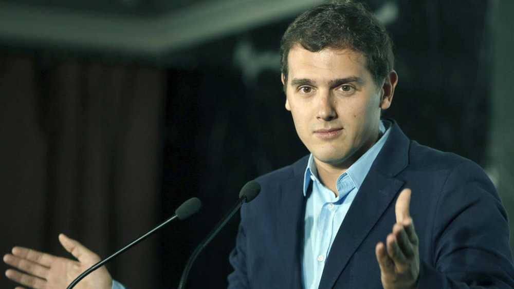 El presidente de Ciudadanos, Albert Rivera, durante su intervención en un hotel barcelonés, donde se ha celebrado el 10 aniversario del manifiesto que dio lugar al nacimiento de C's.
