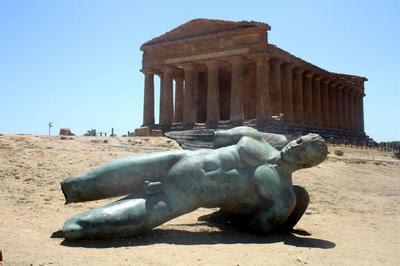 Ícaro ante templo de Agrigento.jpg