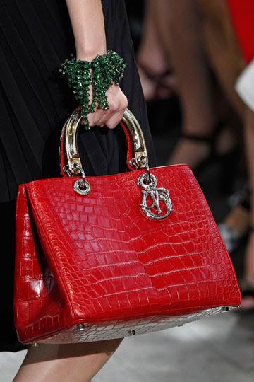 Bolso rojo de Dior - TELVA