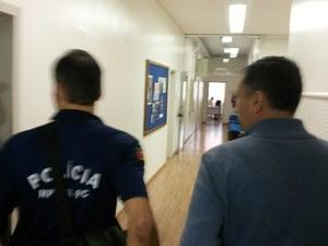 MP cumpre mandados de busca e apreensão na Câmara de Canoas (Foto: Giovani Grizotti/RBS TV)