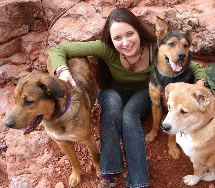Scarlett with dogs Doveland, Sinjin, and Misu