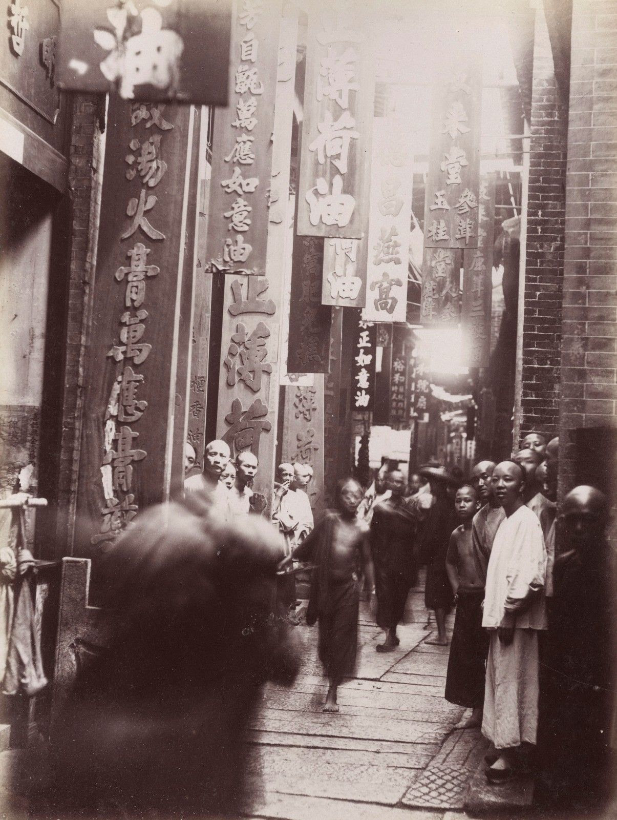 http://atlasobscura.tumblr.com/post/110355289836/historicaltimes-street-scene-in-guangzhou