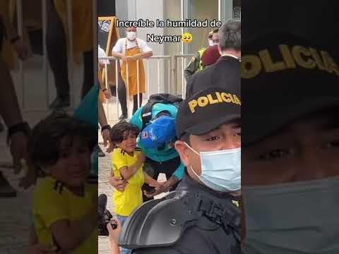 El vídeo viral de la semana: Un niño lloró al recibir el abrazo de su ídolo el futbolista Neymar.