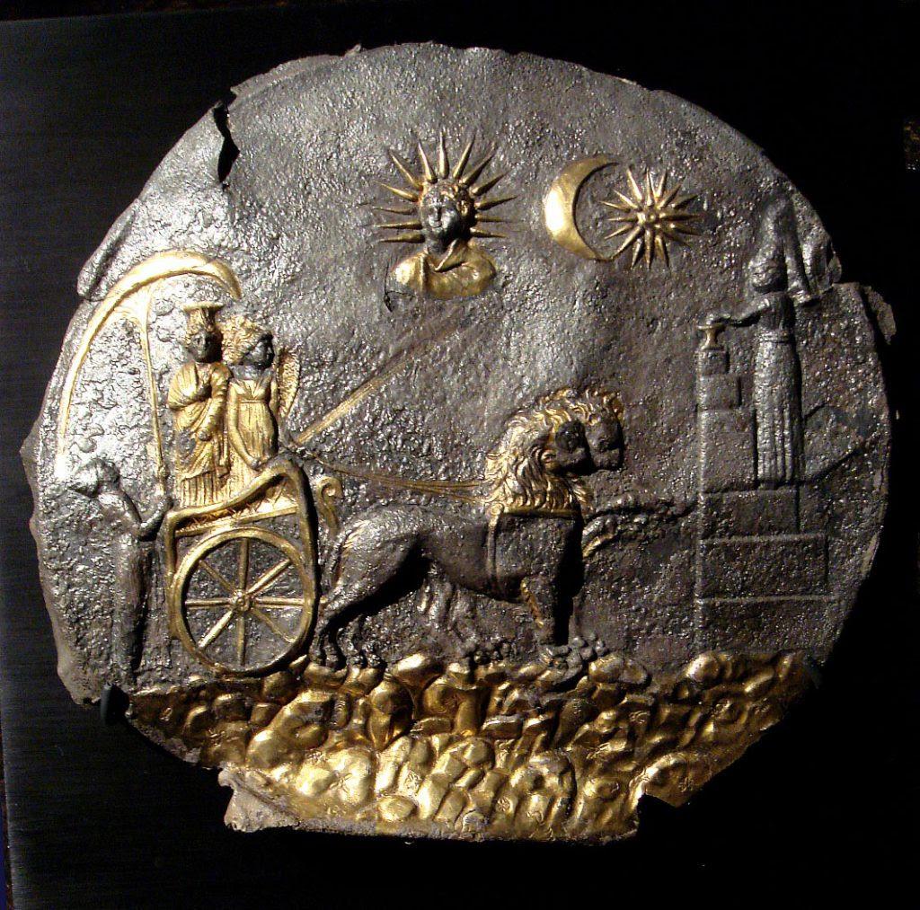 Relieve en placa con una representación de Cibeles, datada en el siglo III.