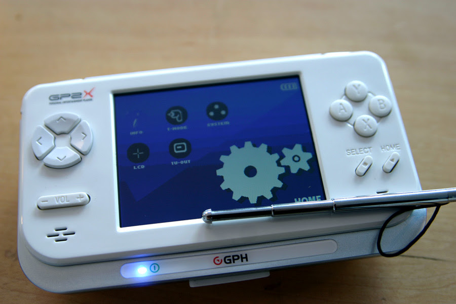 GP2X-F200.jpg