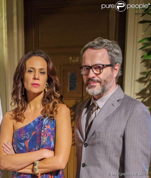 Juliana (Vanessa Gerbelli) desmascara traição de Nando (Leonardo Medeiros) com Gorete (Carol Macedo) e ele fica tão arrasado que quer morrer para ser perdoado, em 7 de julho de 2014, na novela 'Em Família'