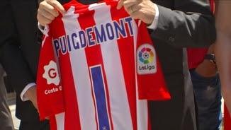 """Puigdemont amb una samarreta del Girona que porta el número 1. """"Serà aquesta la data?"""", es preguntava el president"""