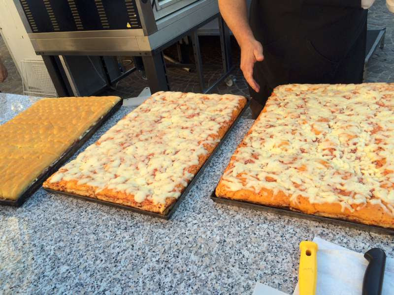 http://www.vienianapoli.com/2014/01/mangianapoli-la-top-5-delle-pizzette.html