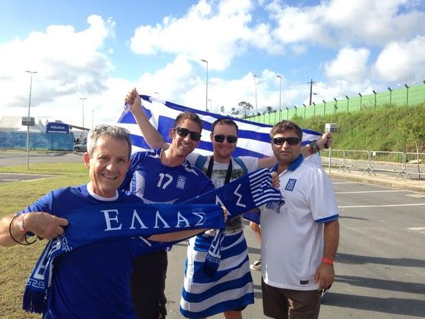 Torcida faz festa antes de Grécia X Costa Rica; SIGA (Foto: Débora Soares/G1)